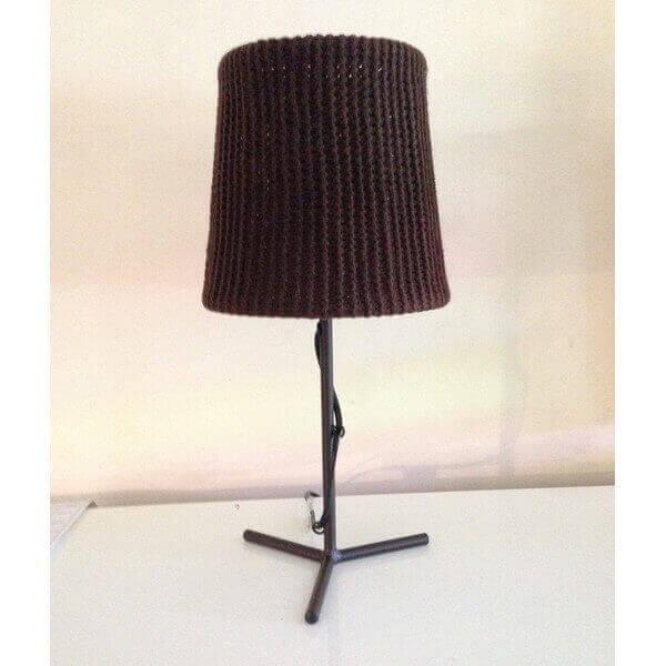 Lampe design en laine crochet chocolat id ale comme lumi re d 39 ambiance o - Lampe de chevet chocolat ...