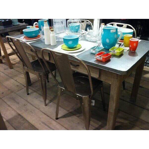 table basse dessus zinc. Black Bedroom Furniture Sets. Home Design Ideas