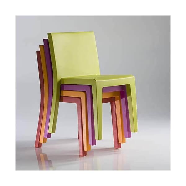 Table de repas et chaises design assorties mobilier for Table exterieur orange